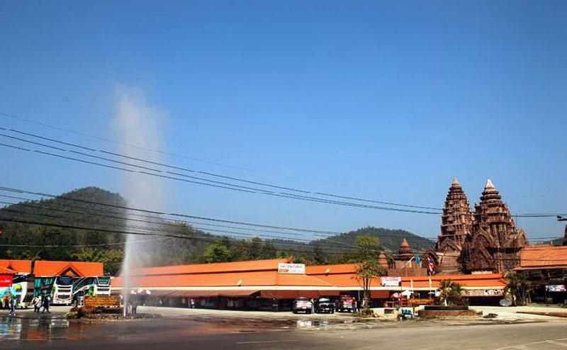 น้ำพุร้อนแม่ขะจาน chiang rai white temple one day tour