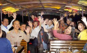 ทานอาหารค่ำ mae ping river cruise dinner chiang mai