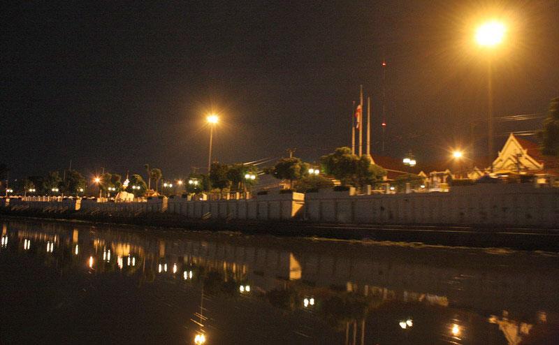 ริมแม่น้ำปิงยามค่ำคืน mae ping river cruise dinner chiang mai