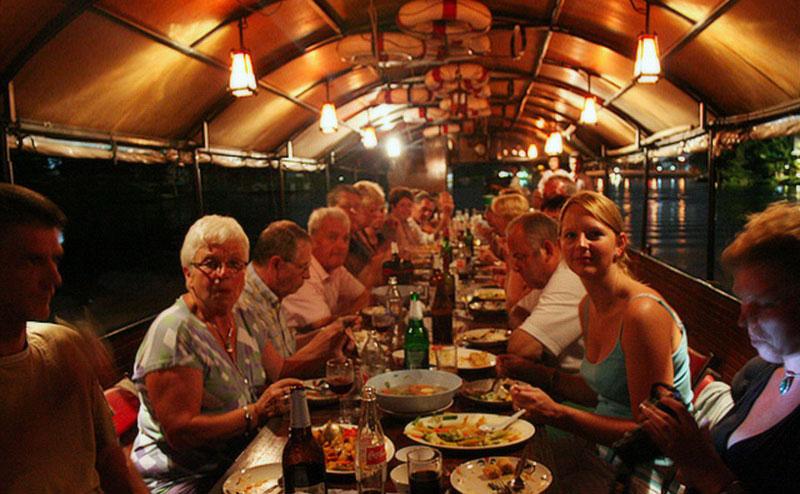 ทานอาหารค่ำ บนเรือล่องแม่น้ำปิง mae ping river cruise dinner chiang mai