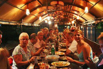 ล่องเรือทานอาหารมื้อค่ำ maeping river cruise