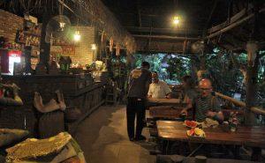 พักทานผลไม้และน้ำชา ที่บ้านชาวนา maeping river cruise